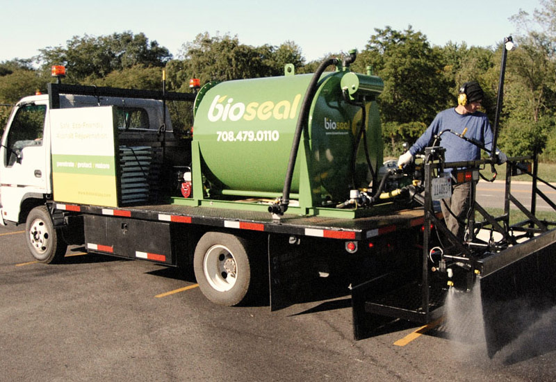 Environmentally Friendly Asphalt Spray Truck